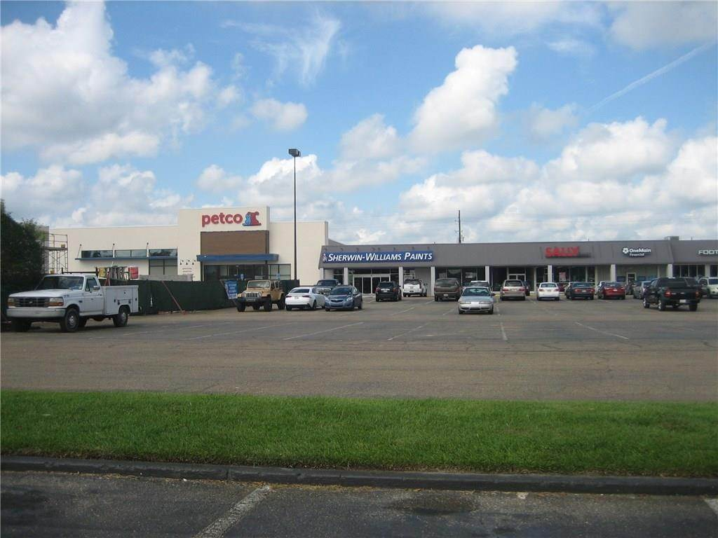 2. Retail at 2406 W THOMAS Street Hammond, Louisiana 70403 United States