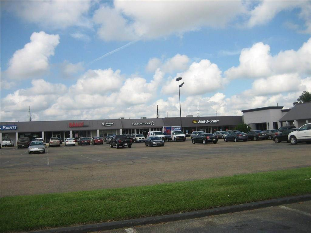 3. Retail at 2406 W THOMAS Street Hammond, Louisiana 70403 United States
