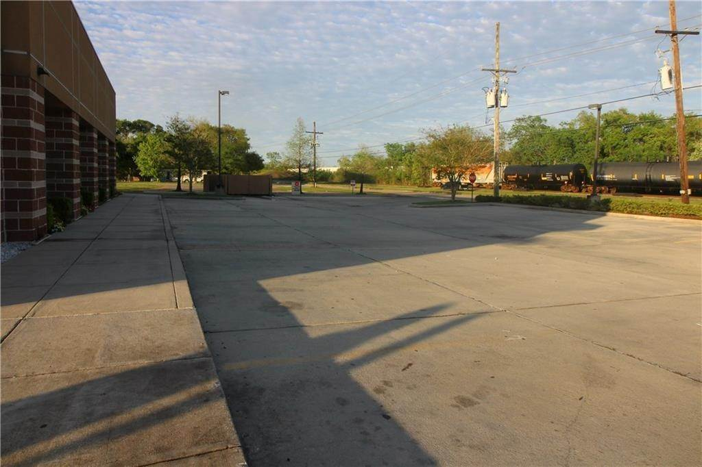 21. Commercial / Office at 9850 HIGHWAY 23 Highway Belle Chasse, Louisiana 70037 United States