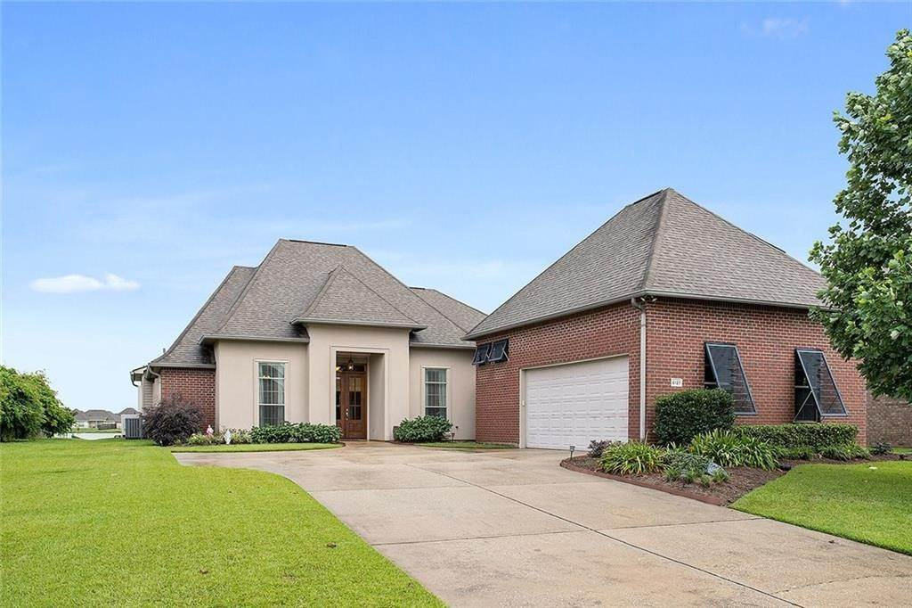 Single Family Homes por un Venta en 6127 WATERFORD Lane Sorrento, Louisiana 70778 Estados Unidos