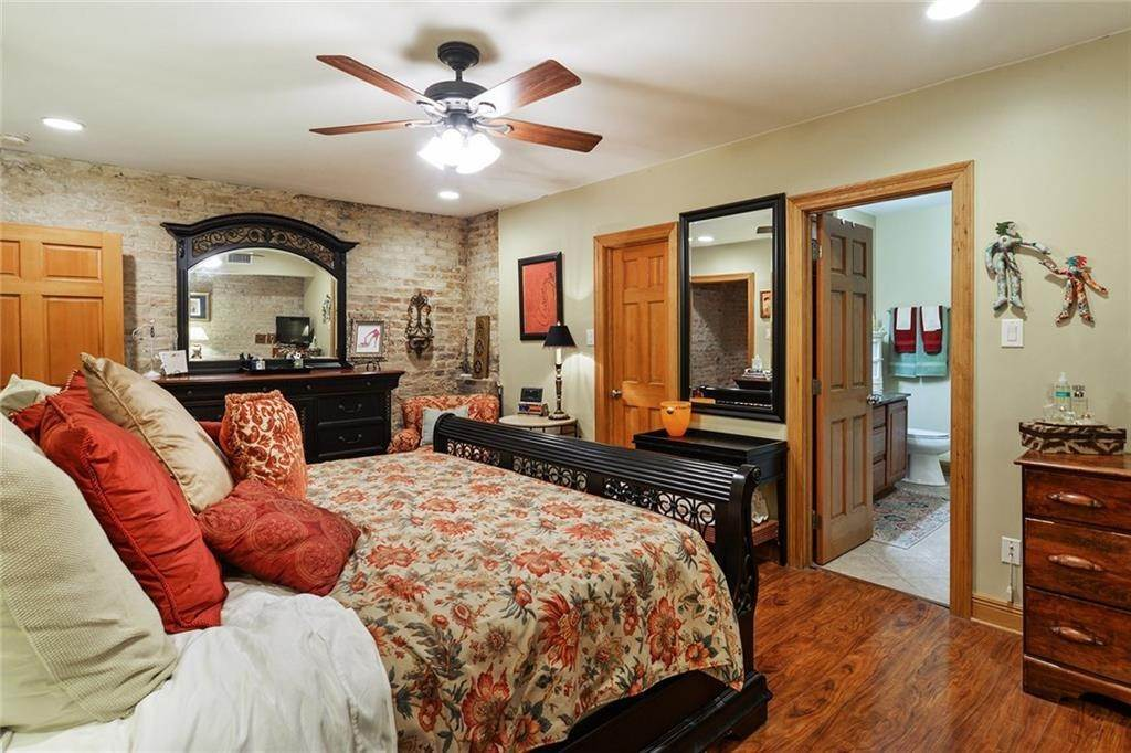 13. Single Family Homes for Sale at 123 CAMP Street New Orleans, Louisiana 70130 United States