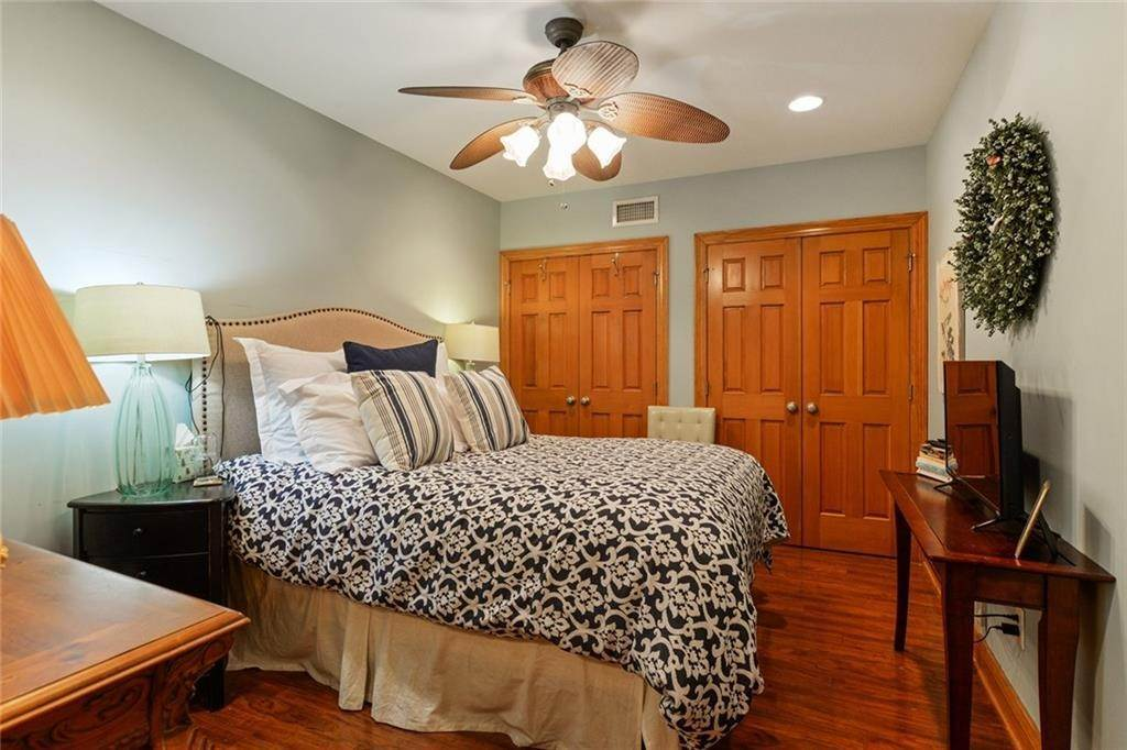 17. Single Family Homes for Sale at 123 CAMP Street New Orleans, Louisiana 70130 United States