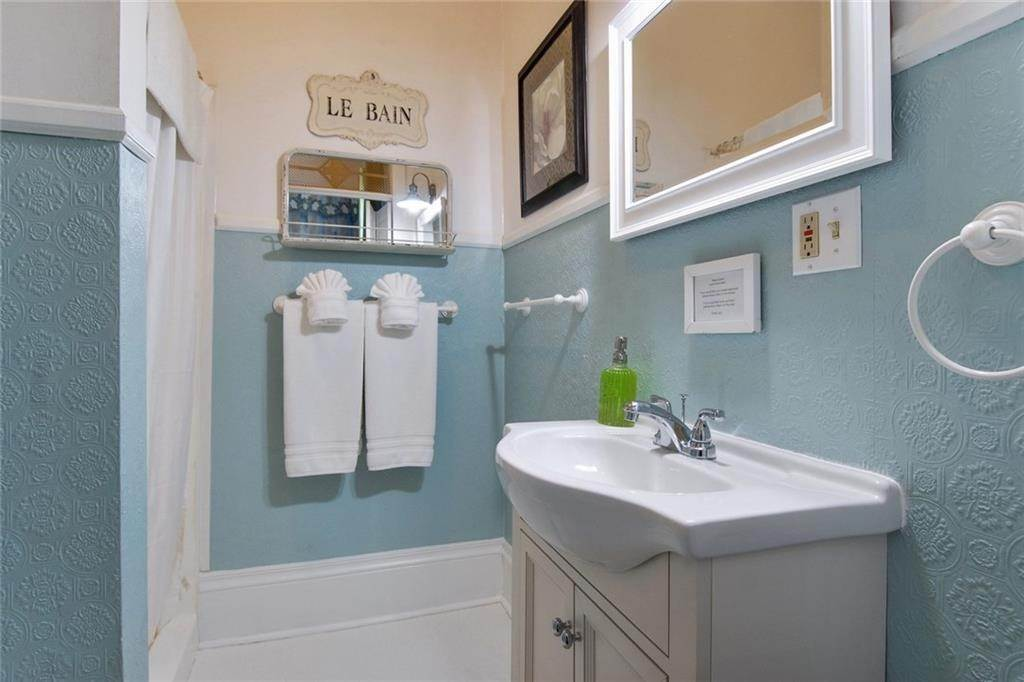 15. Single Family Homes for Sale at 2460 N RAMPART Street New Orleans, Louisiana 70117 United States