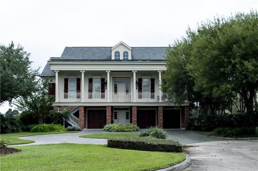 Single Family Homes for Sale at 7 GOLF VILLA Drive New Orleans, Louisiana 70131 United States