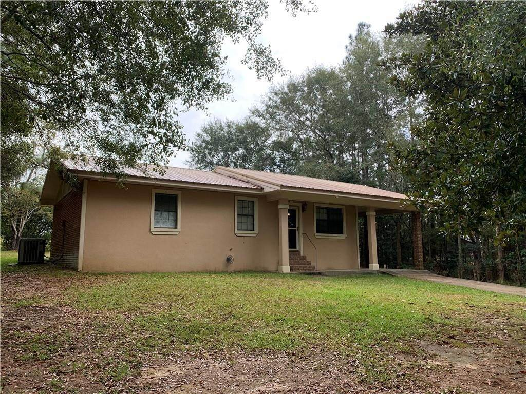 Single Family Homes por un Venta en 105 LAKE Drive Poplarville, Mississippi 39470 Estados Unidos