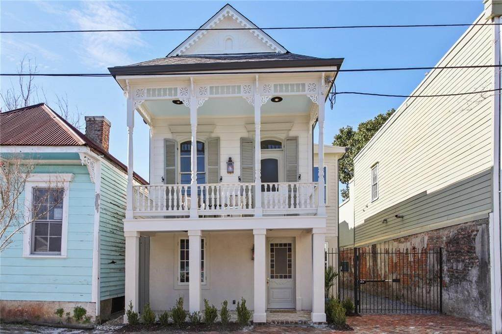 Single Family Homes for Sale at 520 SPAIN Street New Orleans, Louisiana 70117 United States