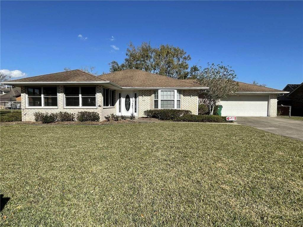 Single Family Homes 为 销售 在 108 S BEAUREGARD Lane Destrehan, 路易斯安那州 70047 美国