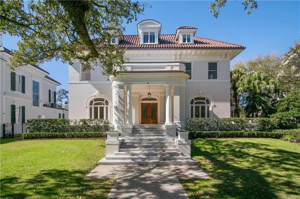 Single Family Homes for Sale at 18 AUDUBON Place New Orleans, Louisiana 70118 United States