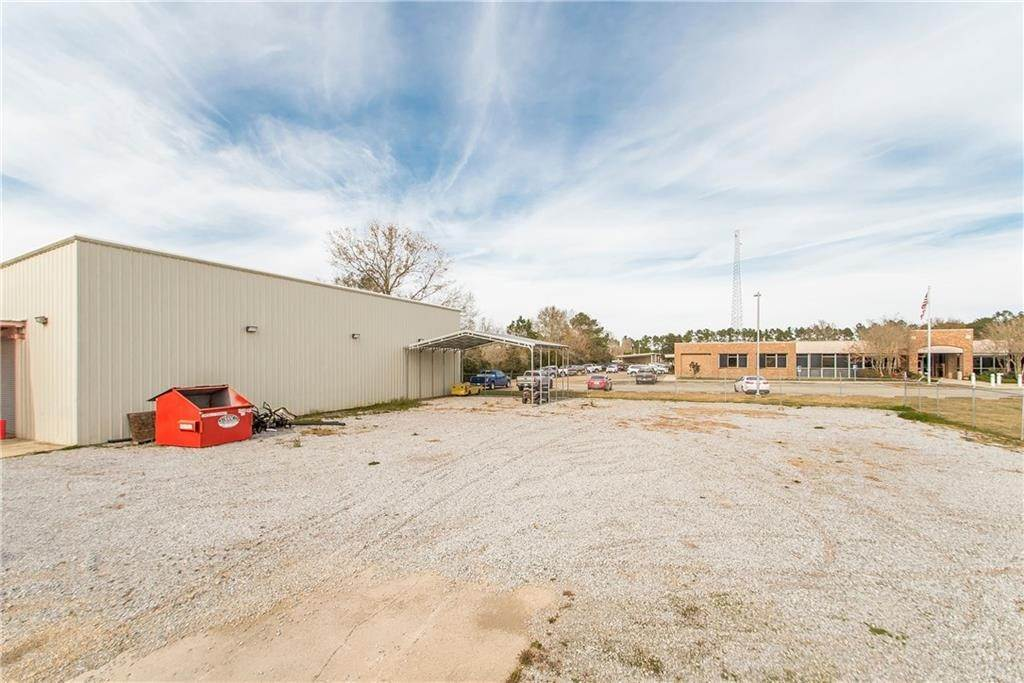 17. Commercial / Office at 15449 W CLUB DELUXE Road Hammond, Louisiana 70403 United States