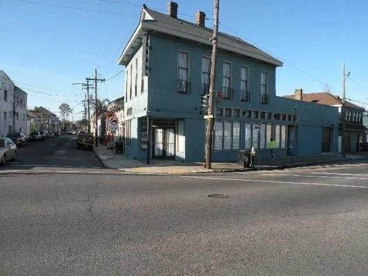 Single Family Homes for Sale at 1042 FRANKLIN Avenue New Orleans, Louisiana 70117 United States