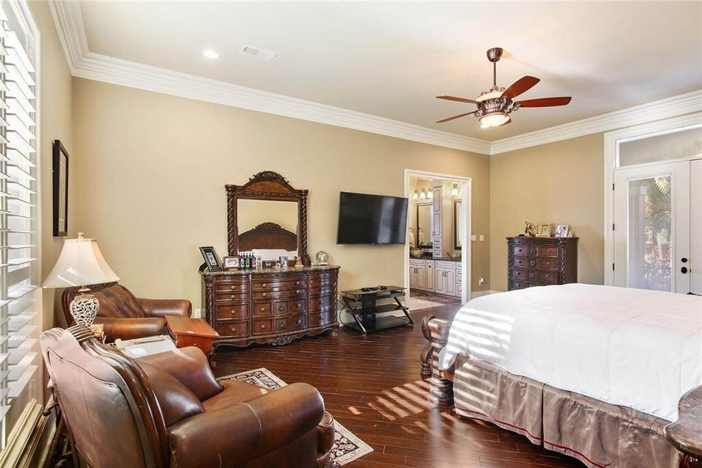 17. Single Family Homes for Sale at 6854 MILNE Boulevard New Orleans, Louisiana 70124 United States