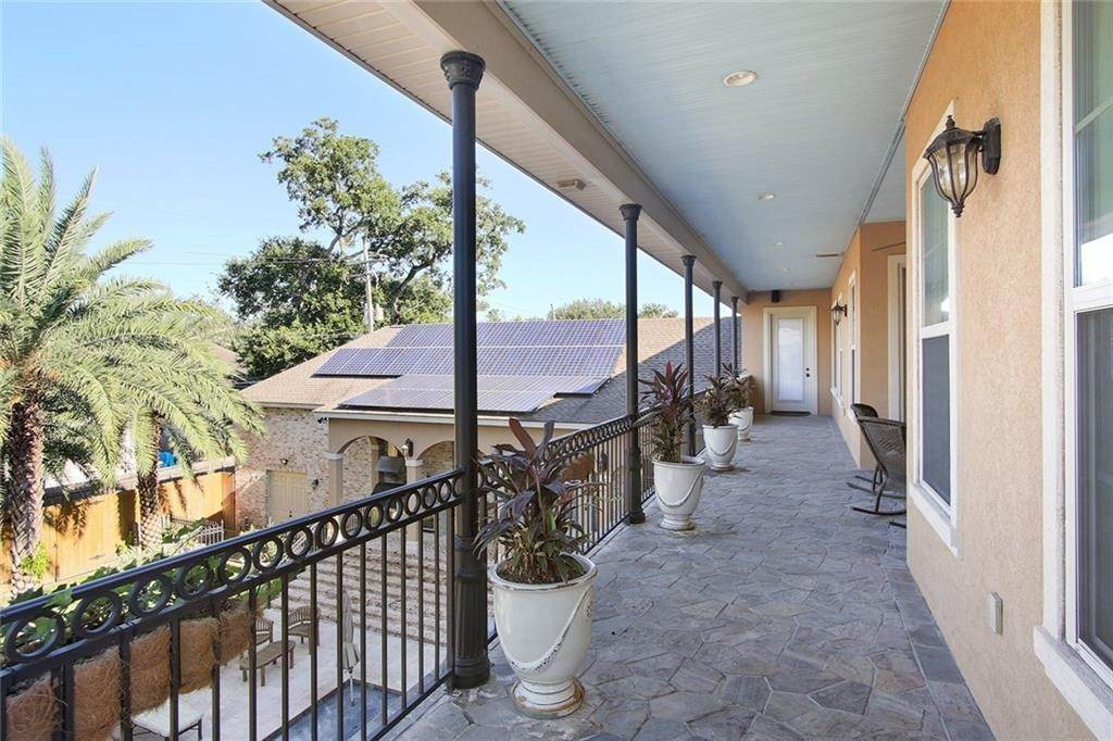 24. Single Family Homes for Sale at 6854 MILNE Boulevard New Orleans, Louisiana 70124 United States