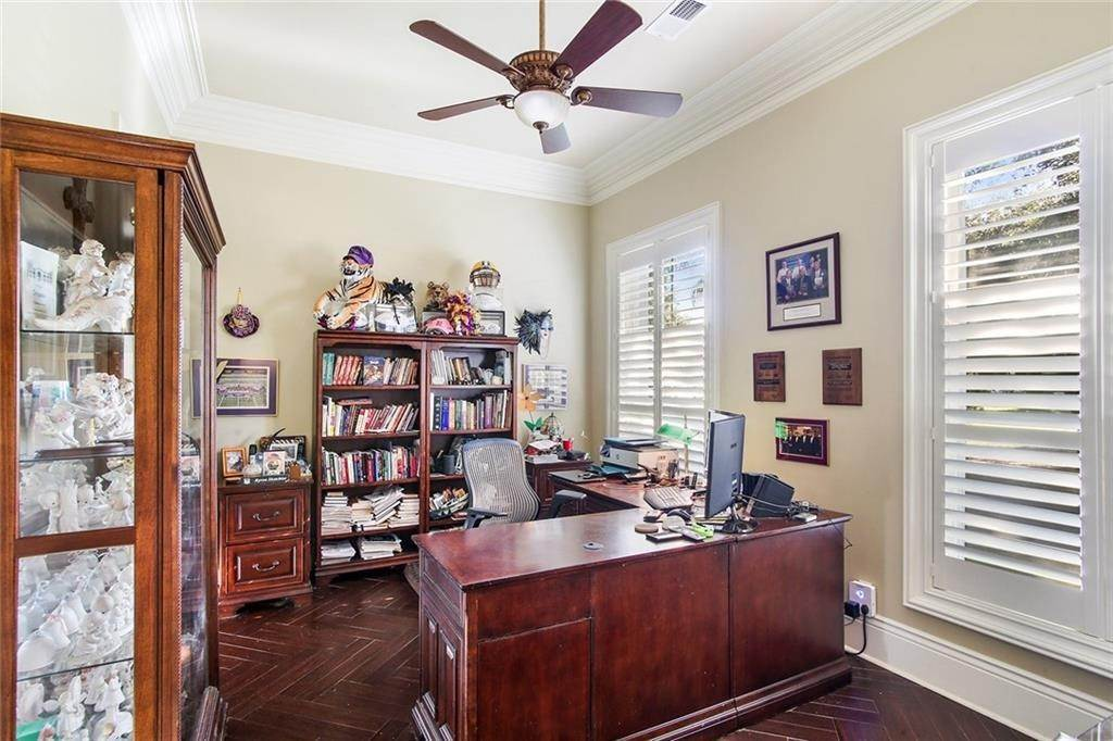 5. Single Family Homes for Sale at 6854 MILNE Boulevard New Orleans, Louisiana 70124 United States