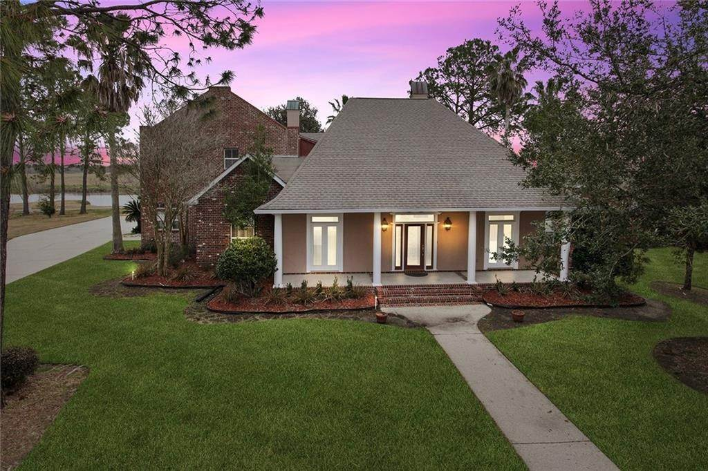 Single Family Homes for Sale at 15 TURNBERRY Drive La Place, Louisiana 70068 United States