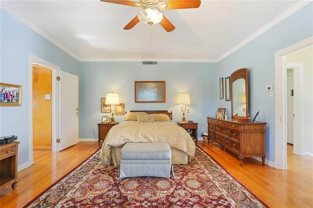 22. Single Family Homes for Sale at 4200 VENDOME Place New Orleans, Louisiana 70125 United States