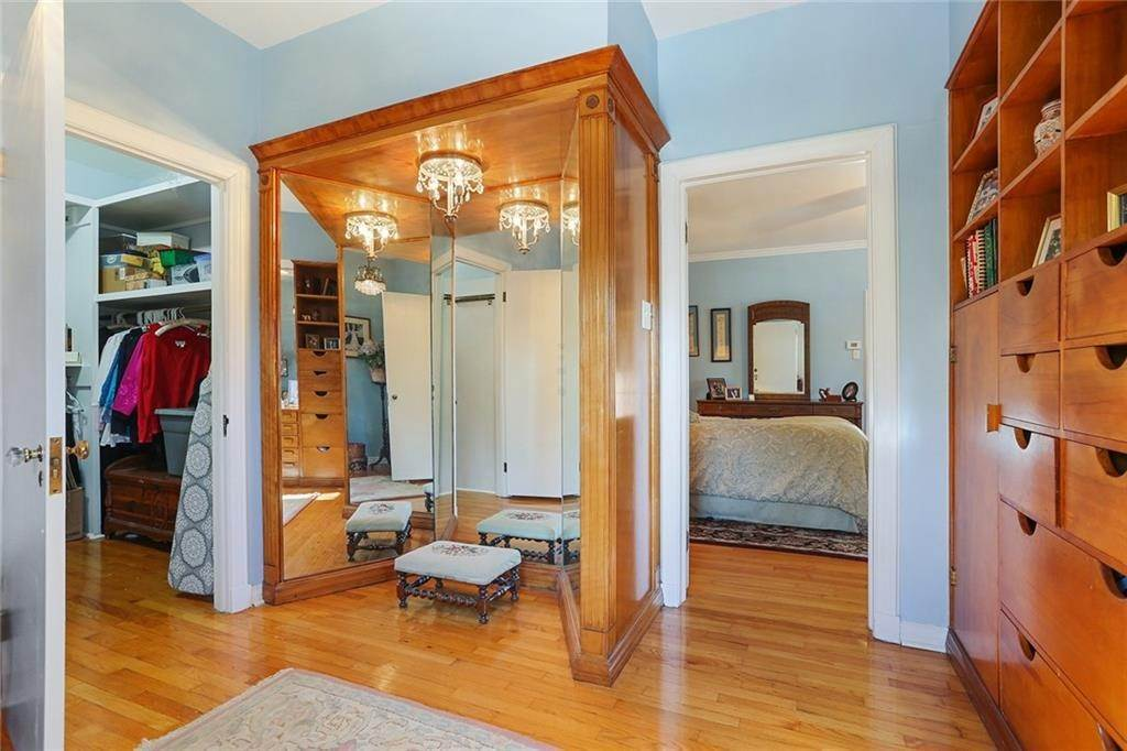 23. Single Family Homes for Sale at 4200 VENDOME Place New Orleans, Louisiana 70125 United States