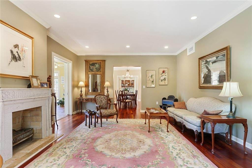 6. Single Family Homes for Sale at 4200 VENDOME Place New Orleans, Louisiana 70125 United States