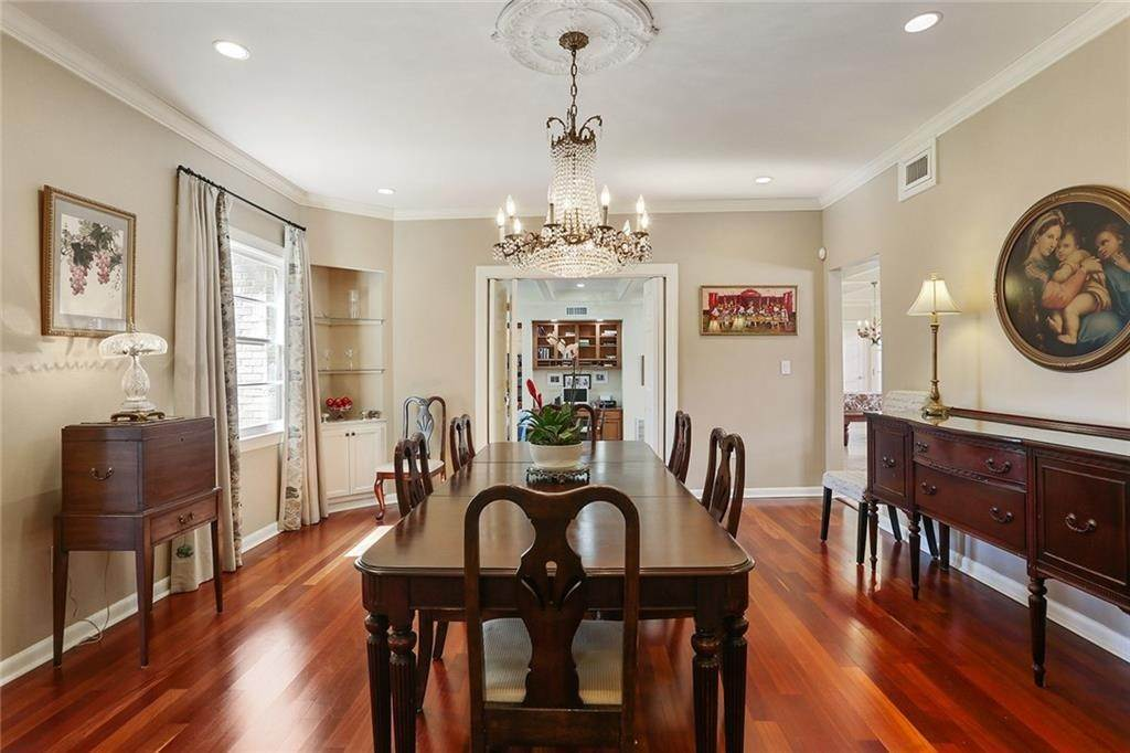 8. Single Family Homes for Sale at 4200 VENDOME Place New Orleans, Louisiana 70125 United States