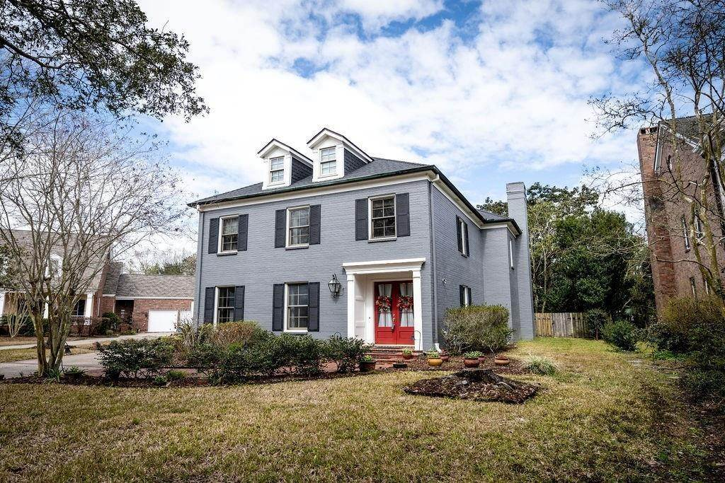 Single Family Homes for Sale at 14 MUIRFIELD Place New Orleans, Louisiana 70131 United States