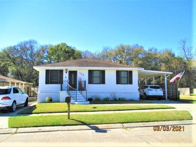 Single Family Homes por un Venta en 700 HOOTER Road Bridge City, Louisiana 70094 Estados Unidos