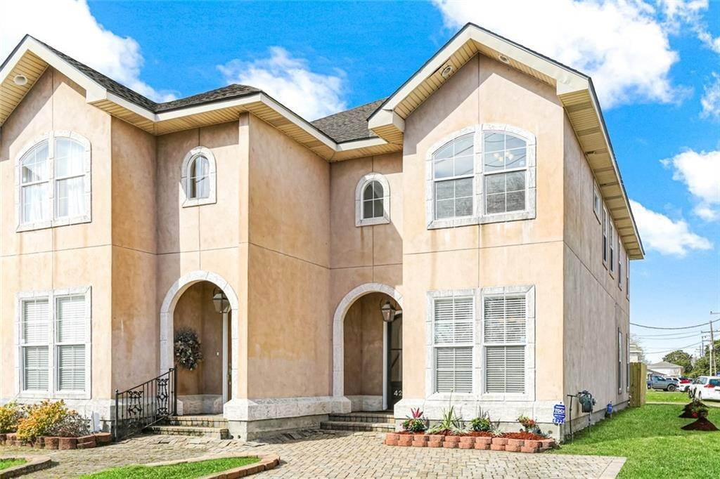 Condominiums for Sale at 4222 TRANSCONTINENTAL Drive Metairie, Louisiana 70006 United States