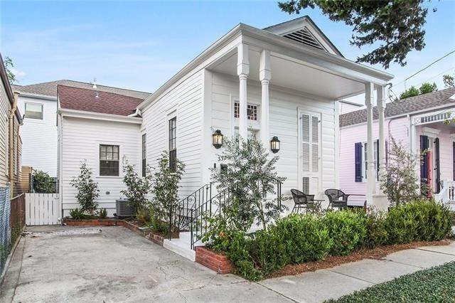 Single Family Homes at 337 NASHVILLE Avenue New Orleans, Louisiana 70115 United States
