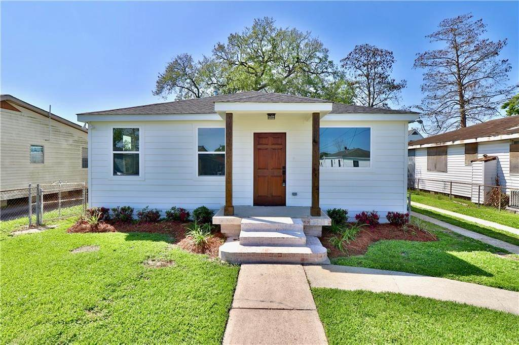Single Family Homes por un Venta en 704 KELLER Avenue Westwego, Louisiana 70094 Estados Unidos
