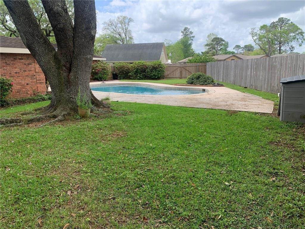 11. Single Family Homes for Sale at 801 HOLT Place Terrytown, Louisiana 70056 United States