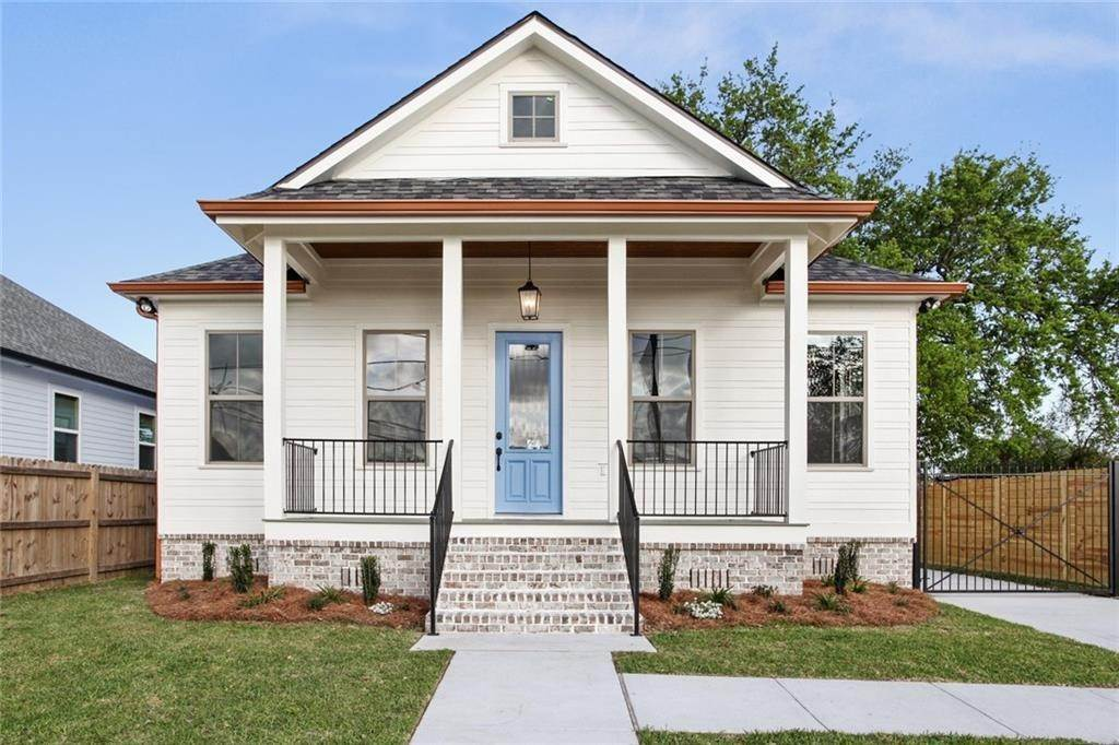 Single Family Homes for Sale at 1807 W CENTER Street Arabi, Louisiana 70032 United States