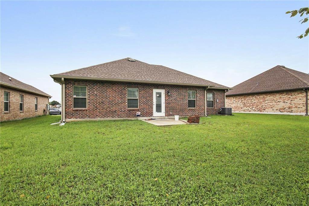 12. Single Family Homes for Sale at 2432 RUE SAINT LOUIS Street Terrytown, Louisiana 70056 United States