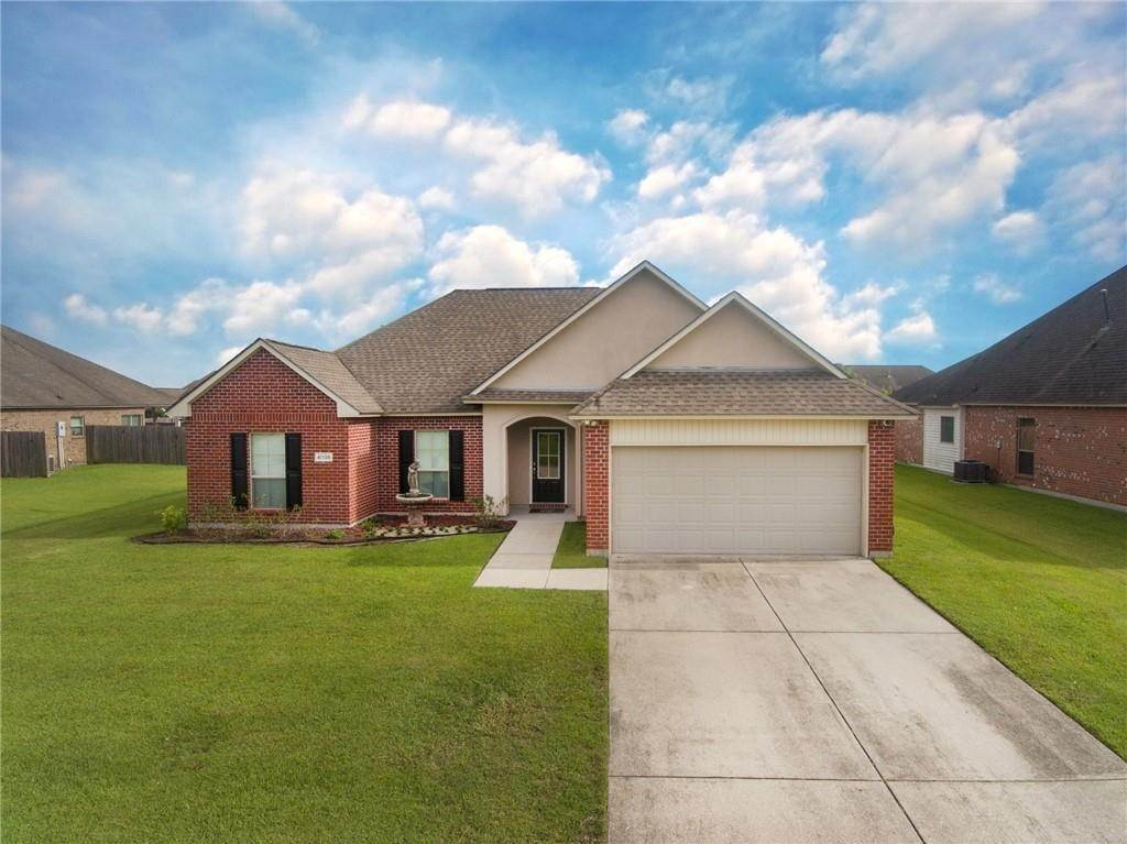 Single Family Homes por un Venta en 41136 NEW ORLEANS Drive Sorrento, Louisiana 70778 Estados Unidos