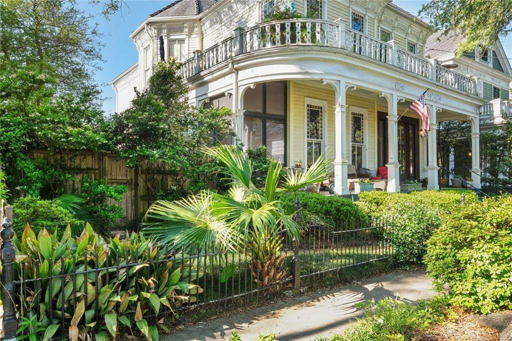 4. Single Family Homes for Sale at 4020 ST CHARLES Avenue New Orleans, Louisiana 70115 United States