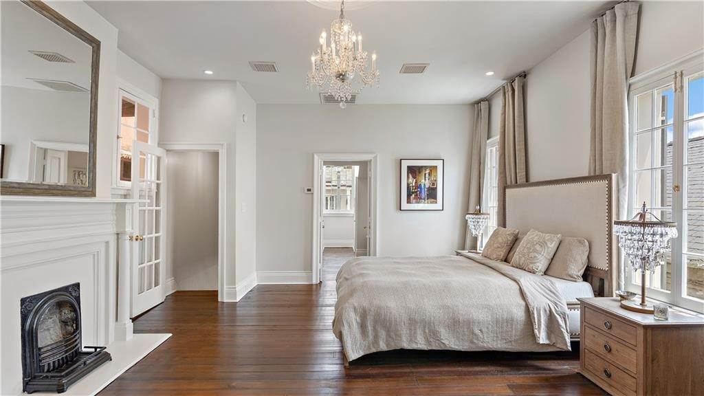 15. Single Family Homes for Sale at 827 URSULINES Avenue New Orleans, Louisiana 70116 United States