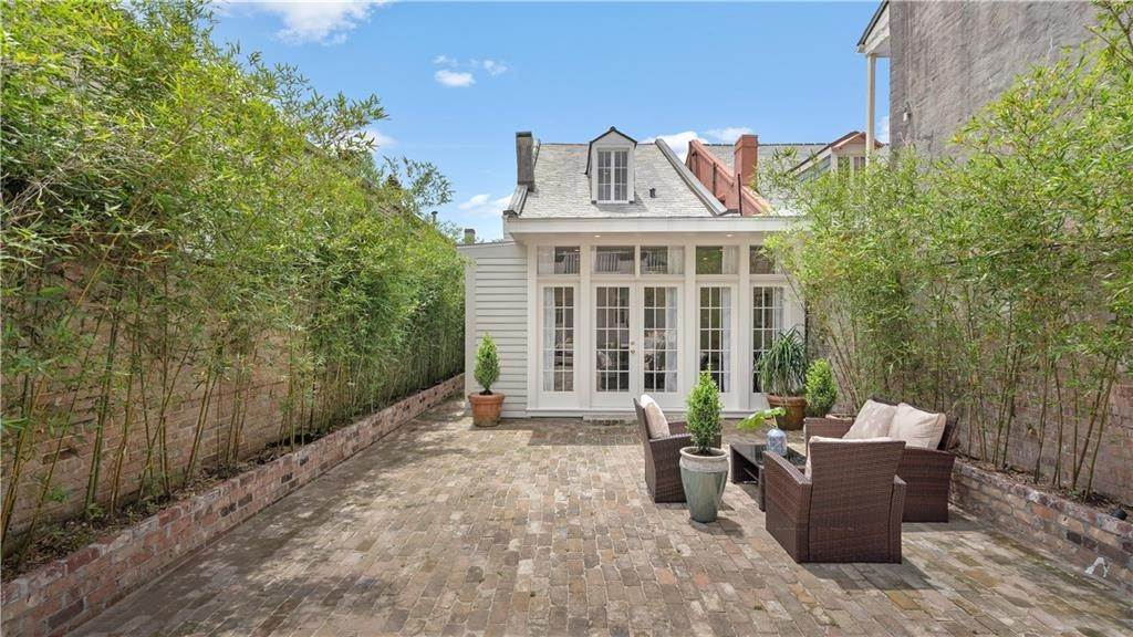 21. Single Family Homes for Sale at 827 URSULINES Avenue New Orleans, Louisiana 70116 United States