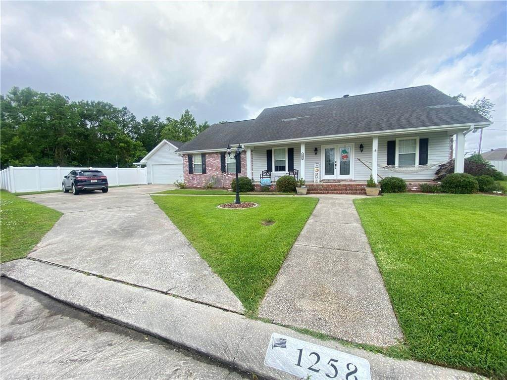 Single Family Homes por un Venta en 1258 BARBE Drive Westwego, Louisiana 70094 Estados Unidos