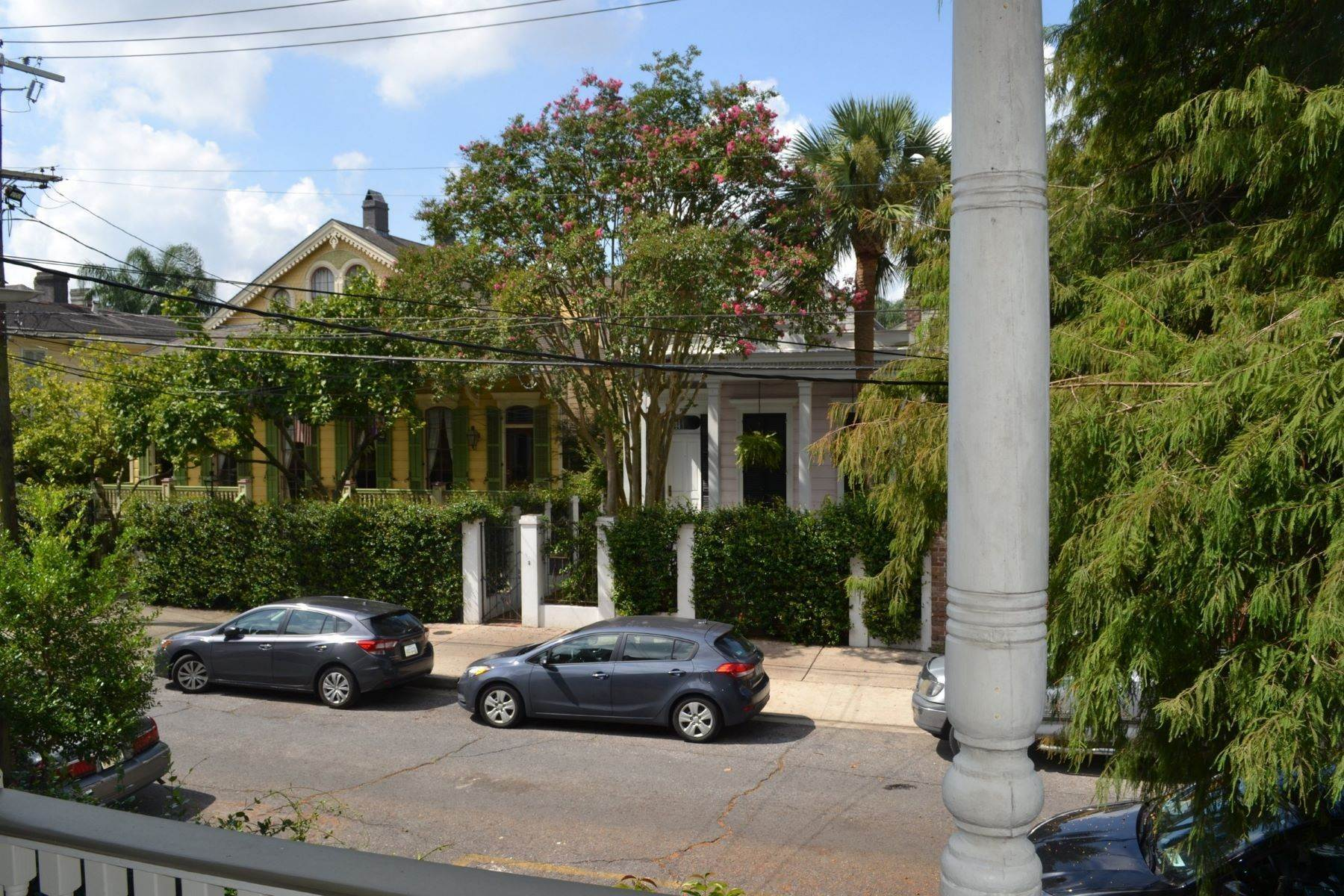 18. Single Family Homes for Sale at 729 Kerlerec Street 729 Kerlerec St New Orleans, Louisiana 70116 United States
