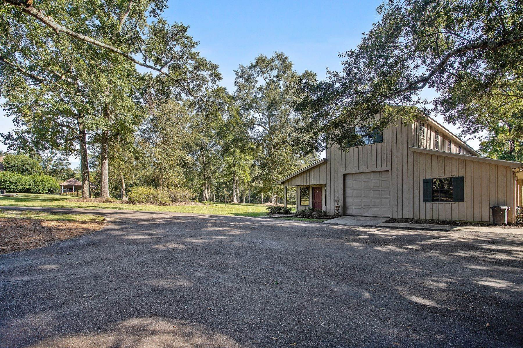 31. Single Family Homes for Sale at 78275 Old Military Road, Covington 78275 Old Military Rd Covington, Louisiana 70435 United States