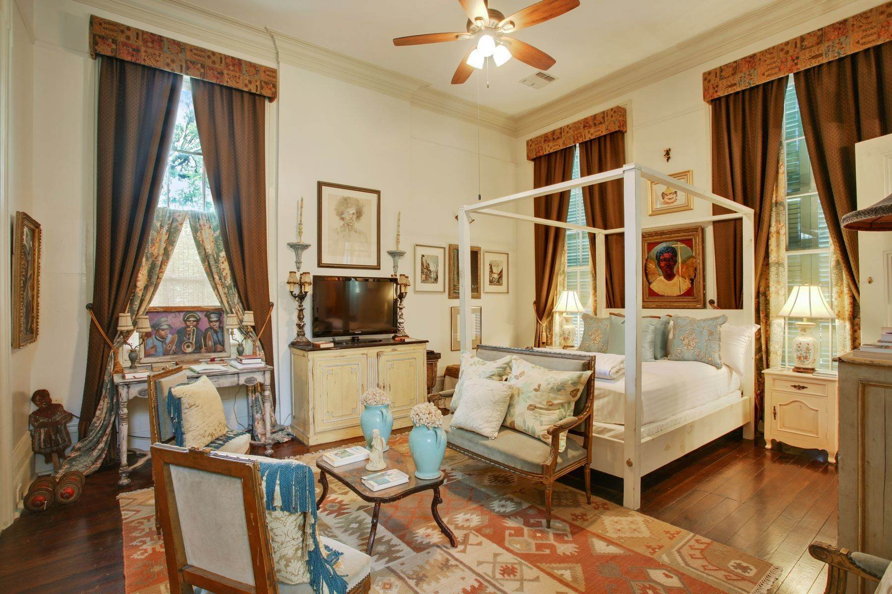 11. Single Family Homes for Sale at 1216 CAMP Street 1216 Camp St New Orleans, Louisiana 70130 United States