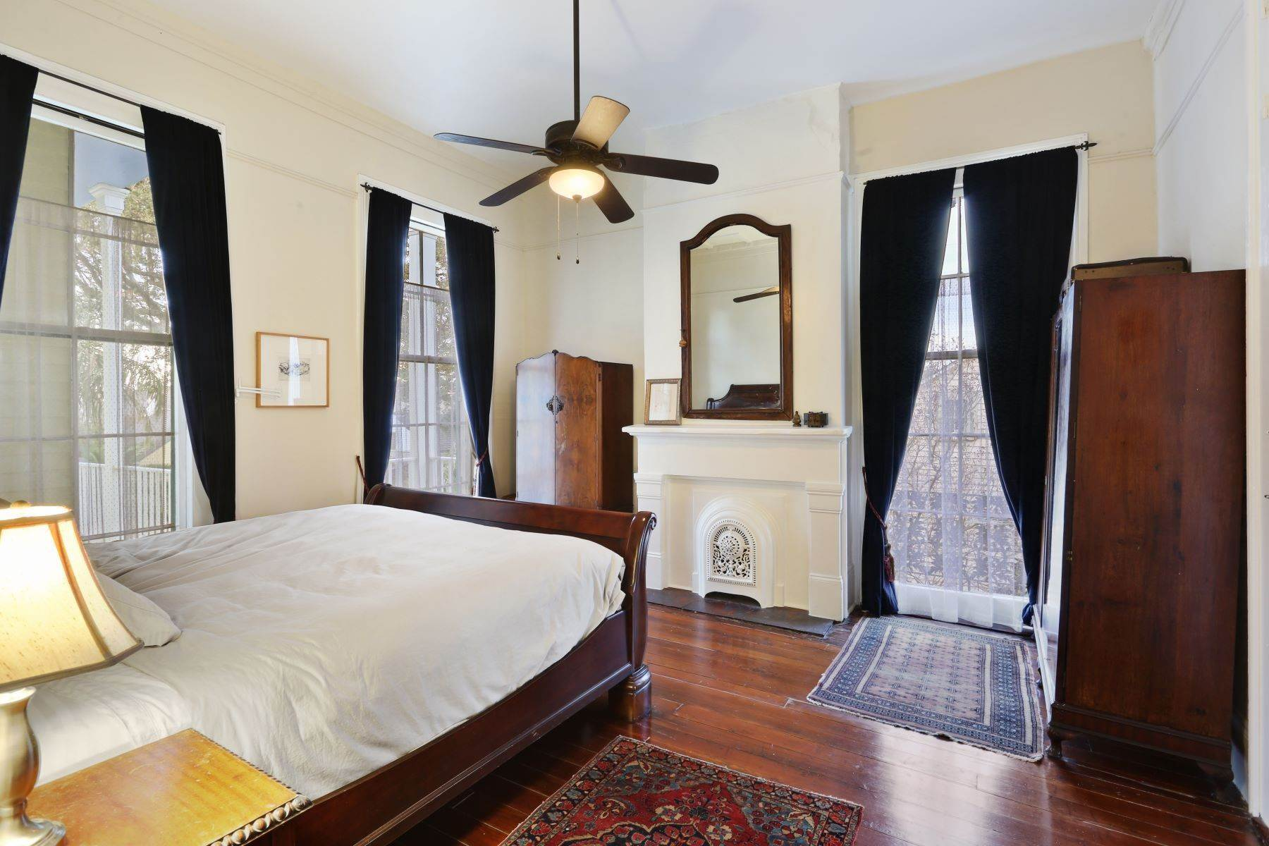 13. Single Family Homes for Sale at 2613 Royal New Orleans, Louisiana 70117 United States