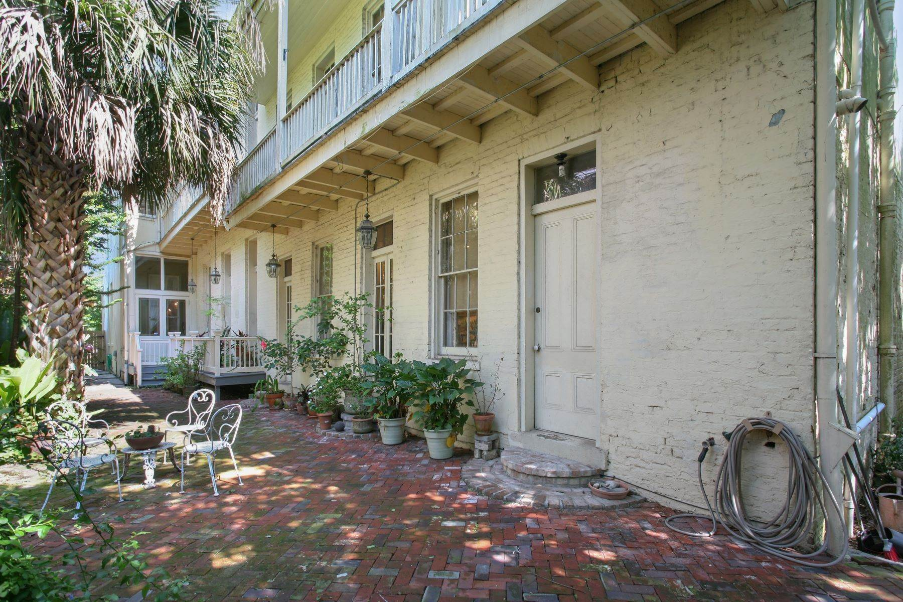 20. Single Family Homes for Sale at 1216 CAMP Street 1216 Camp St New Orleans, Louisiana 70130 United States