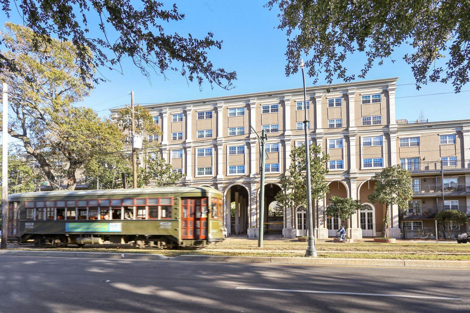 Condominiums for Sale at St Charles Avenue Condo 1750 St Charles Avenue, 337 New Orleans, Louisiana 70130 United States