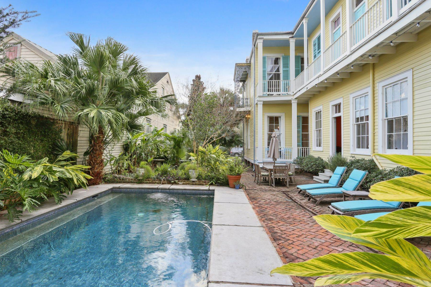19. Single Family Homes for Sale at 2613 Royal New Orleans, Louisiana 70117 United States