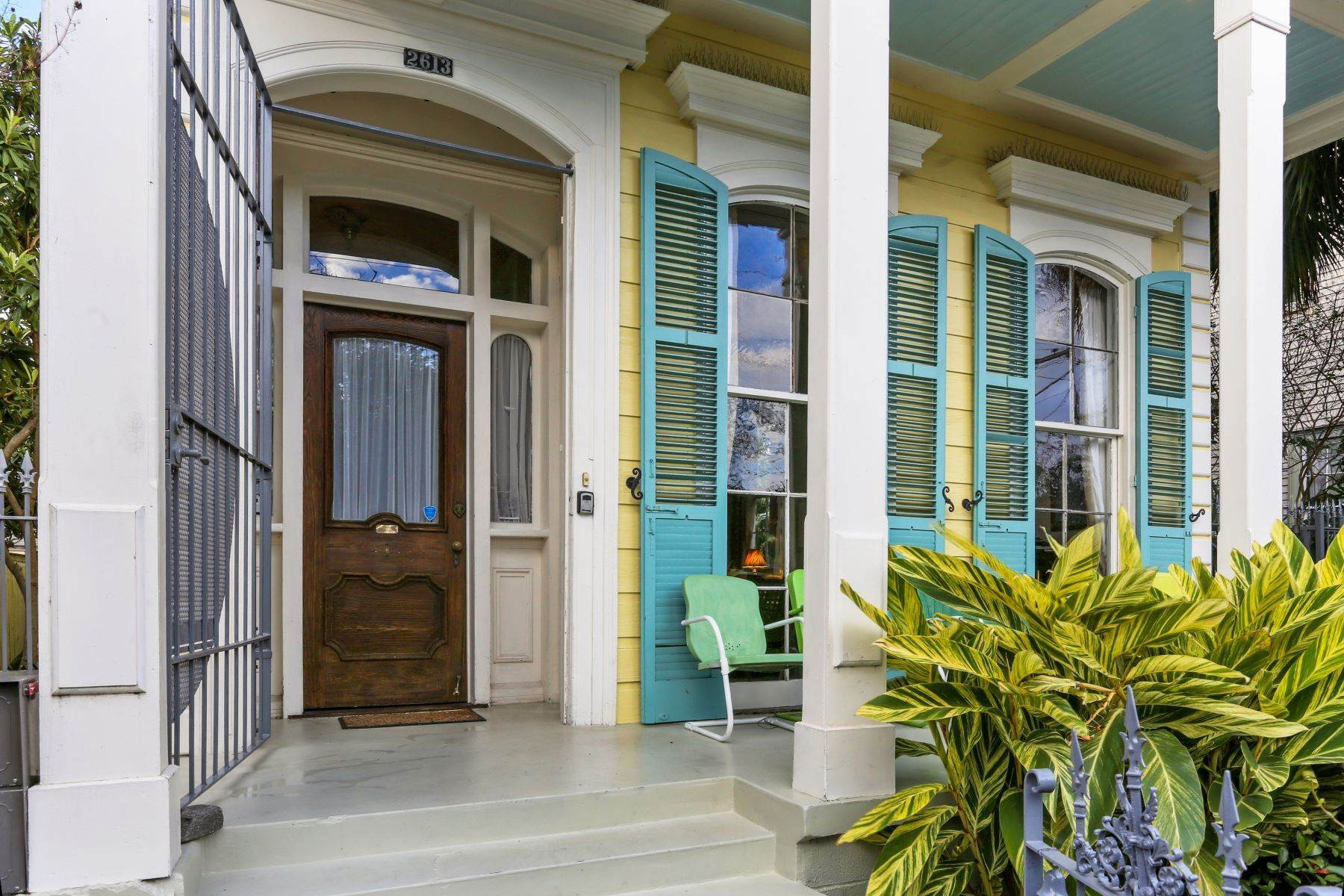 3. Single Family Homes for Sale at 2613 Royal New Orleans, Louisiana 70117 United States