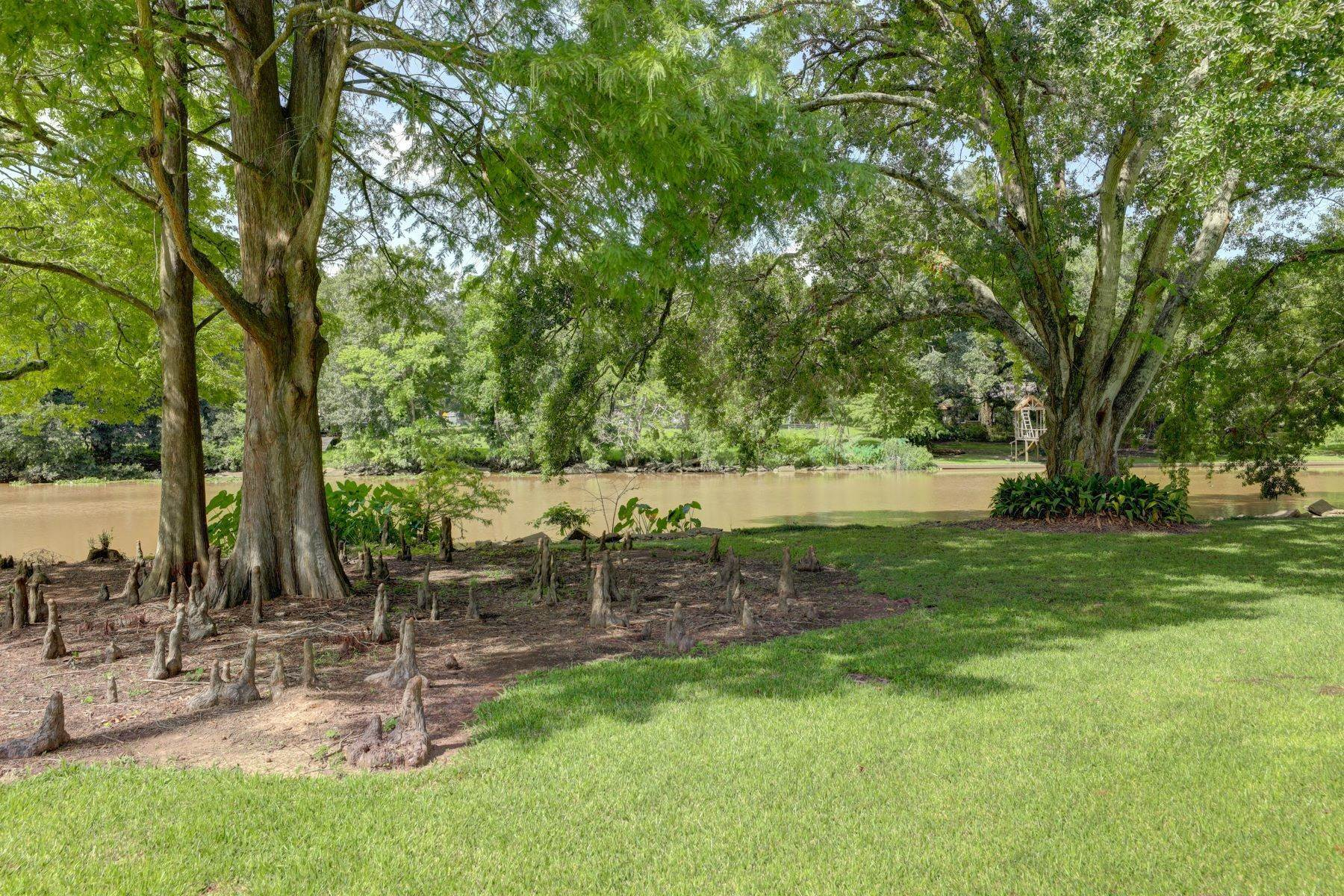 23. Single Family Homes for Sale at 665 E Main Street, New Iberia 665 E Main St New Iberia, Louisiana 70560 United States