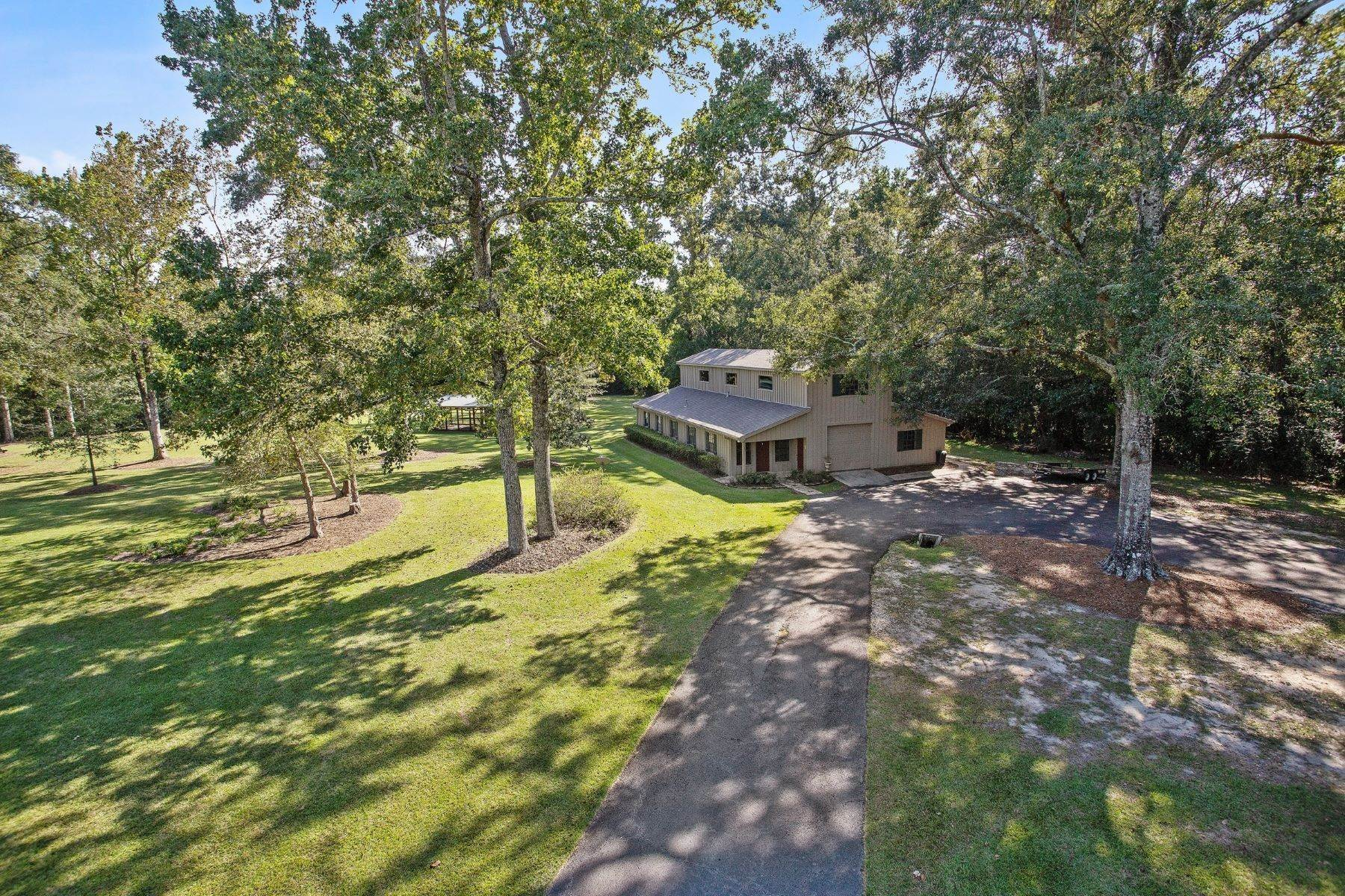 32. Single Family Homes for Sale at 78275 Old Military Road, Covington 78275 Old Military Rd Covington, Louisiana 70435 United States