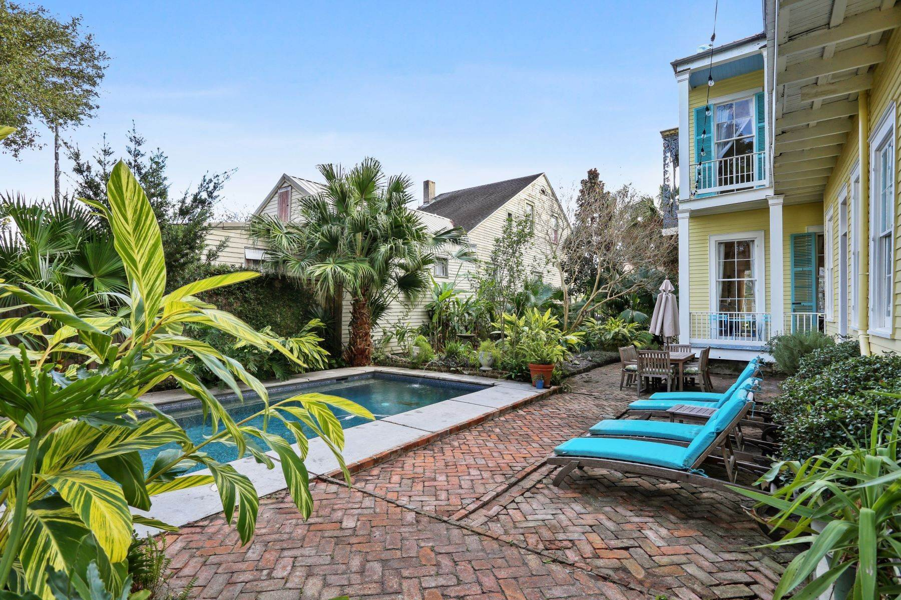 20. Single Family Homes for Sale at 2613 Royal New Orleans, Louisiana 70117 United States