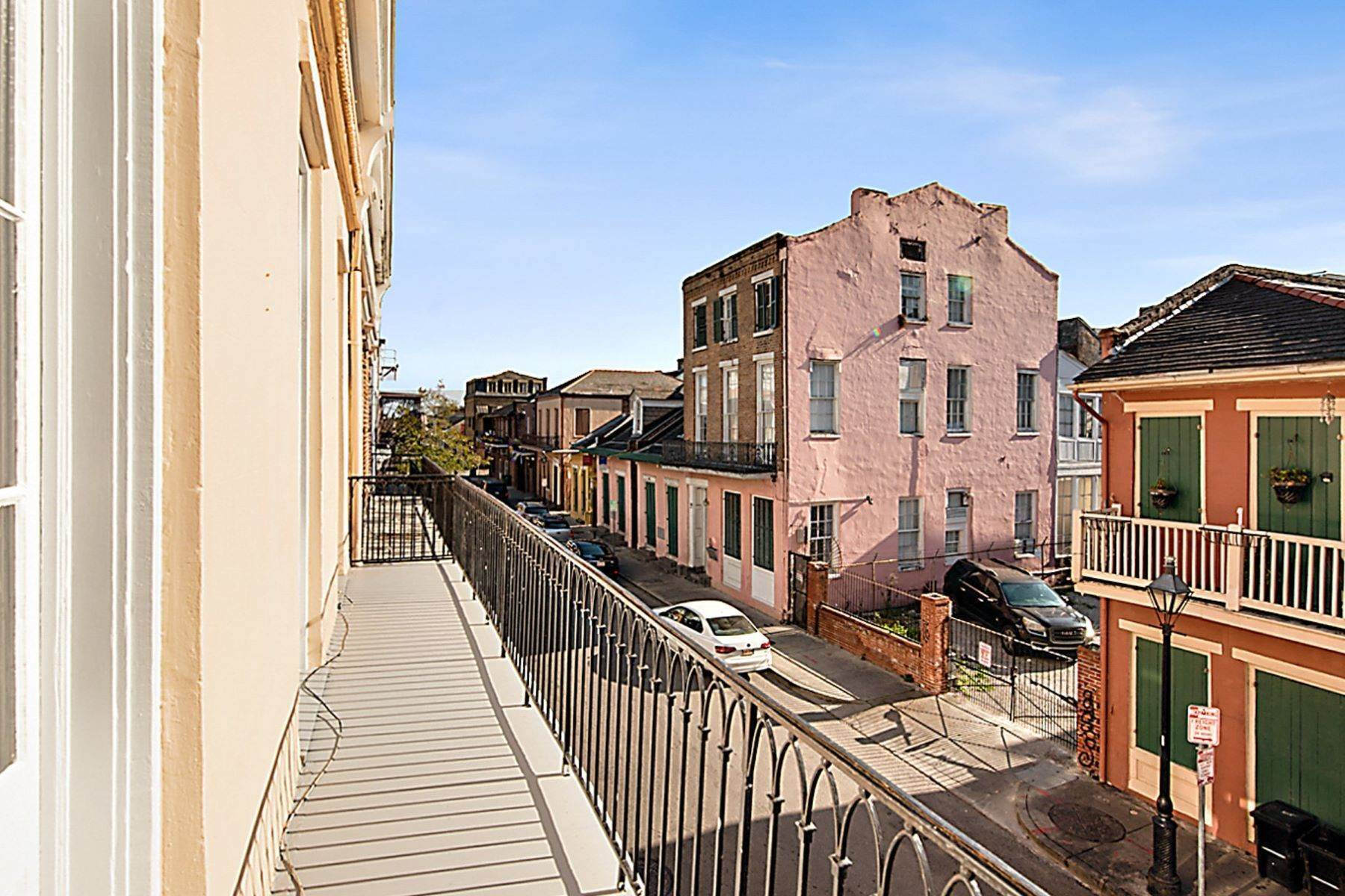 16. Condominiums for Sale at 407 Burgundy Street, Unit 2 407 Burgundy St, Unit 2 New Orleans, Louisiana 70112 United States