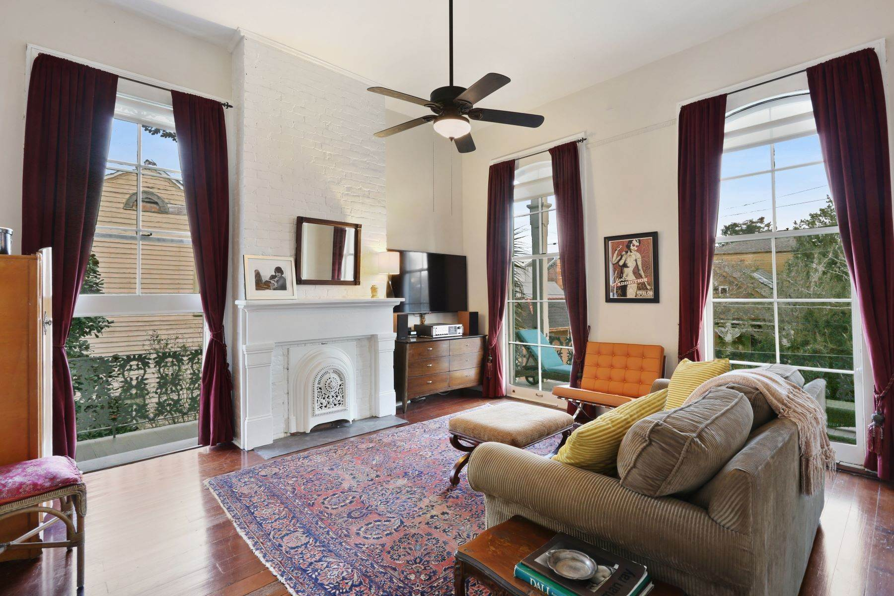 14. Single Family Homes for Sale at 2613 Royal New Orleans, Louisiana 70117 United States