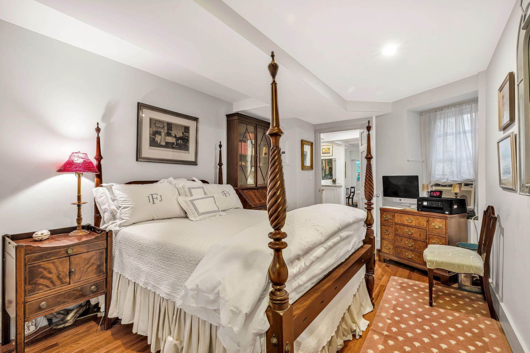 6. Co-op Properties for Sale at Renovated 2 bed 2 bath w/ Outdoor Space 20 East 88th Street, Apt 1F New York, New York 10128 United States
