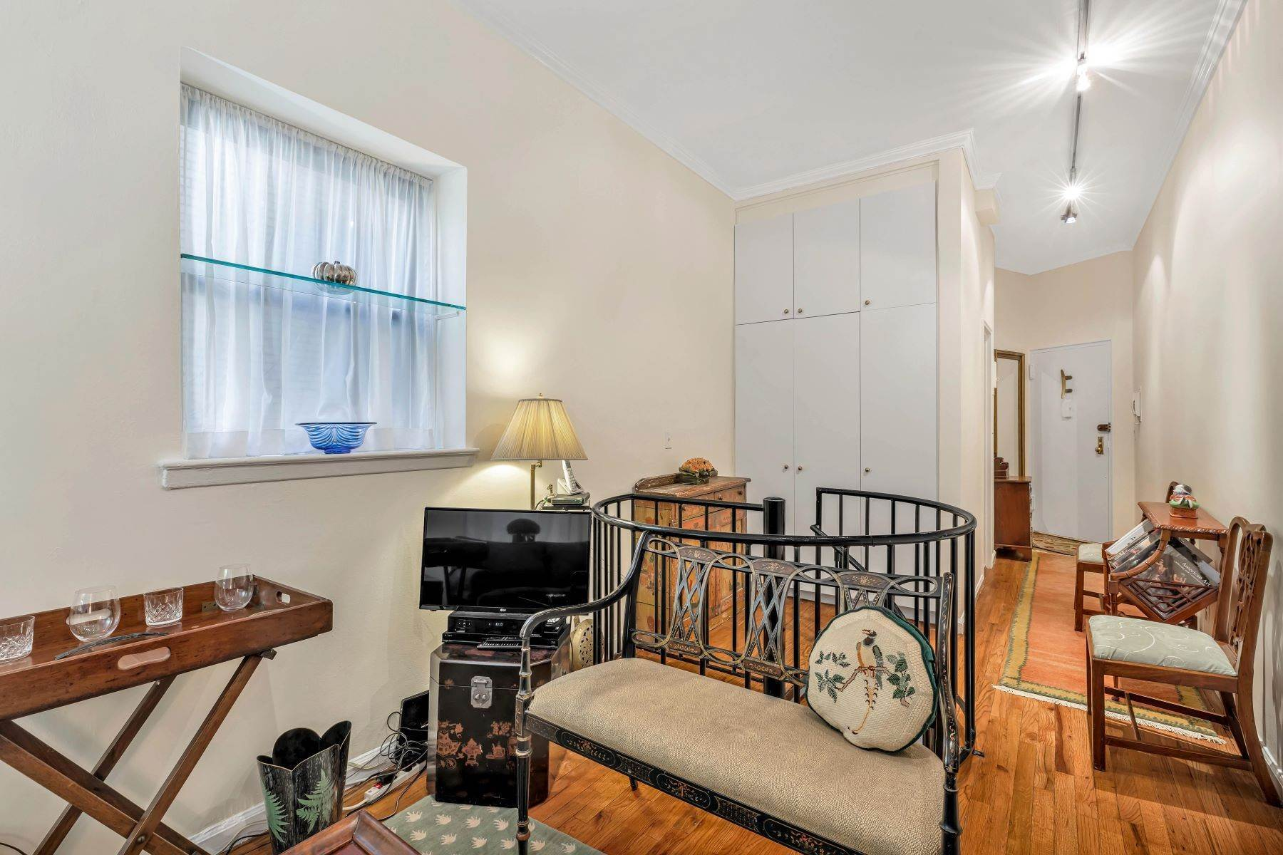 9. Co-op Properties for Sale at Renovated 2 bed 2 bath w/ Outdoor Space 20 East 88th Street, Apt 1F New York, New York 10128 United States